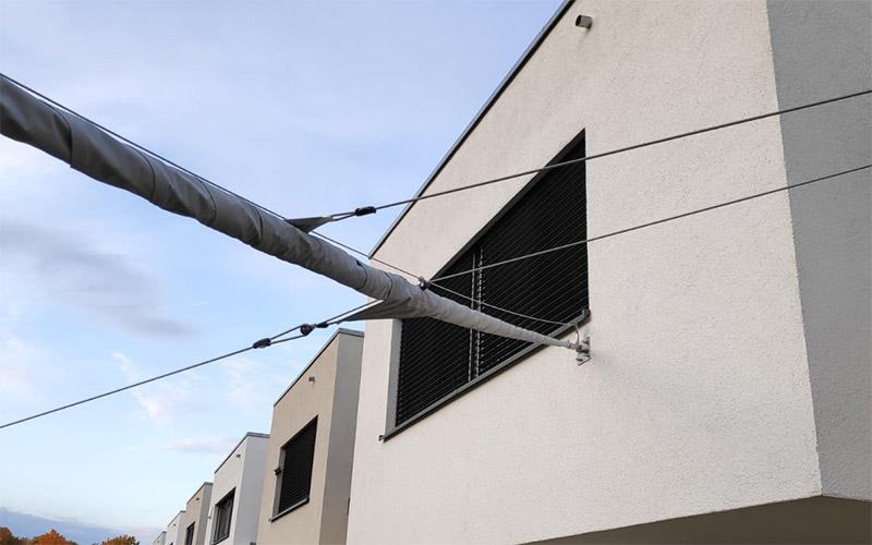 Soliday-X automatisch aufrollbares Sonnensegel aufgerollt