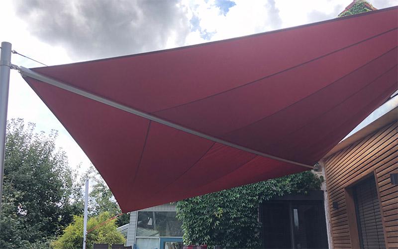 Soliday-X halbautomatisches Sonnensegel in der Farbe Rot