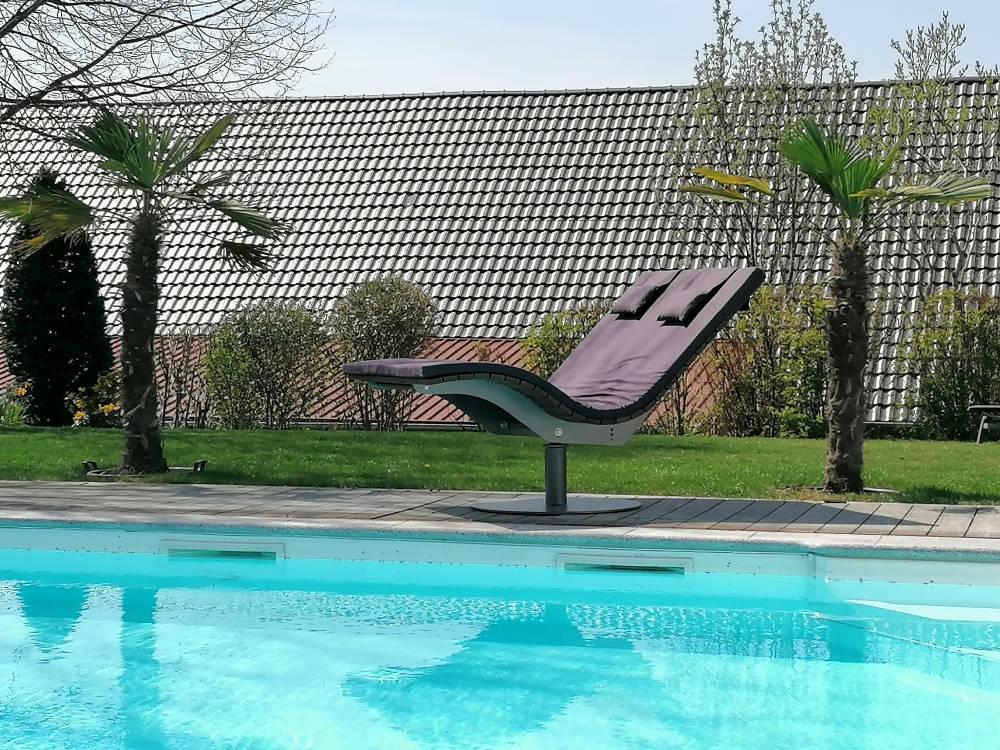 SoleilLounger Gartenliege am Pool mit Kissen